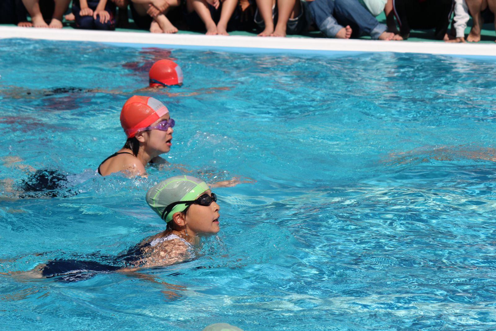 町っ子ニュース=プール開きで泳...